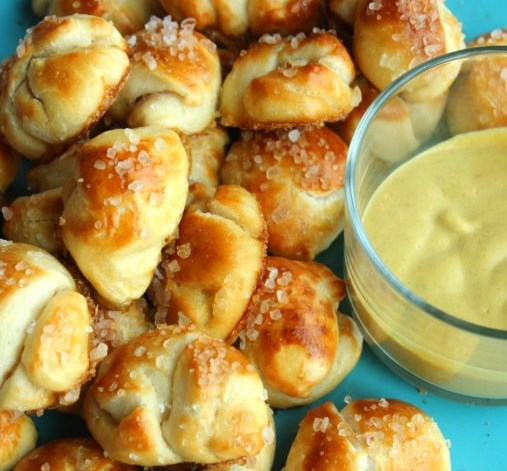 THE EASIEST PRETZEL BITES EVER #appetizers #gameday