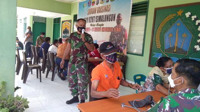 Vaksinasi Dosis ll Dilaksanakan Serta Didampingi Personel Jajaran Kodim 0207/Simalungun