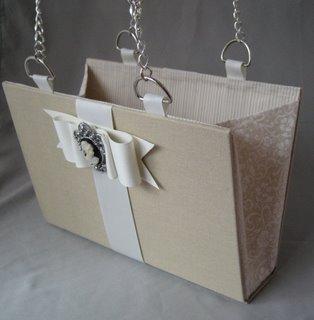 Como hacer con las tapas de un libro un Bolso fashion