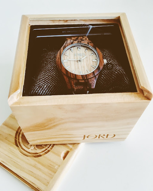 http://www.delphineblu.com/2016/06/summer-styling-with-jord-wood-watches.html