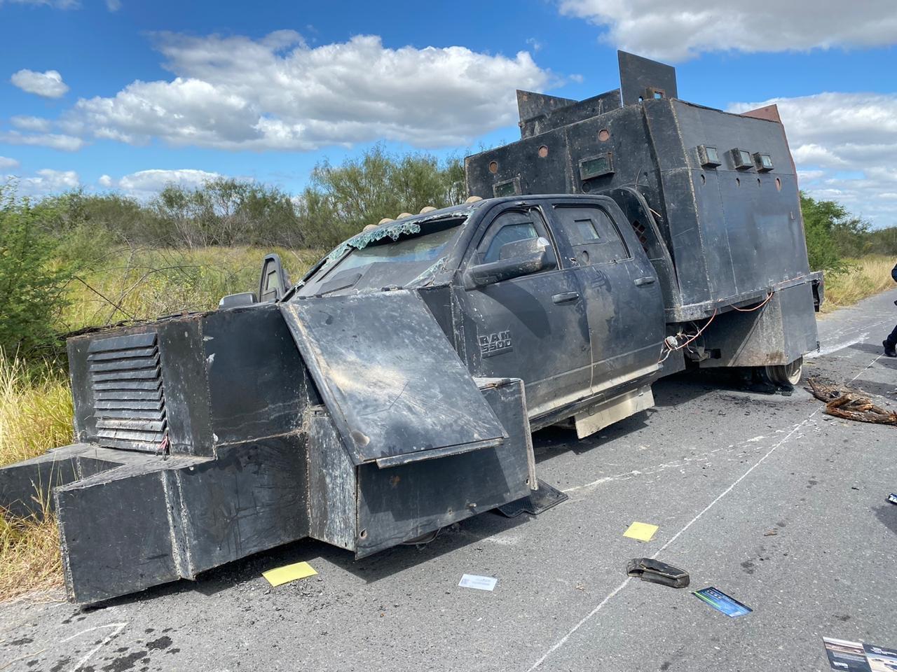 Vehículos Incendiados, Trocas blindadas y Camiones Monstruo baleados, estas son las imágenes de la batalla entre el Cártel del Noreste y el Cártel del Golfo hoy en Tamaulipas