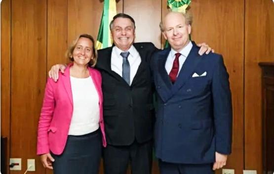 Encontro de Bolsonaro com neta de ministro nazista mostra 'compromisso com o fracasso', diz professor