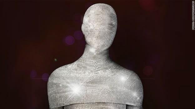 Este traje de Halloween é uma fantasia da cabeça aos pés com 70.000 diamante