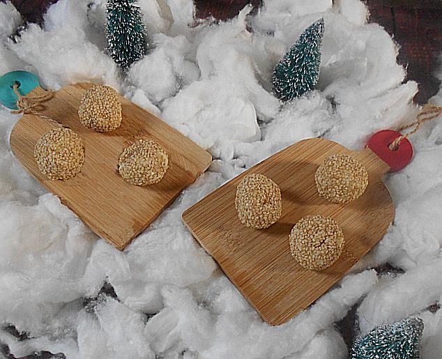 bolinhas de queijo e sementes sesamo