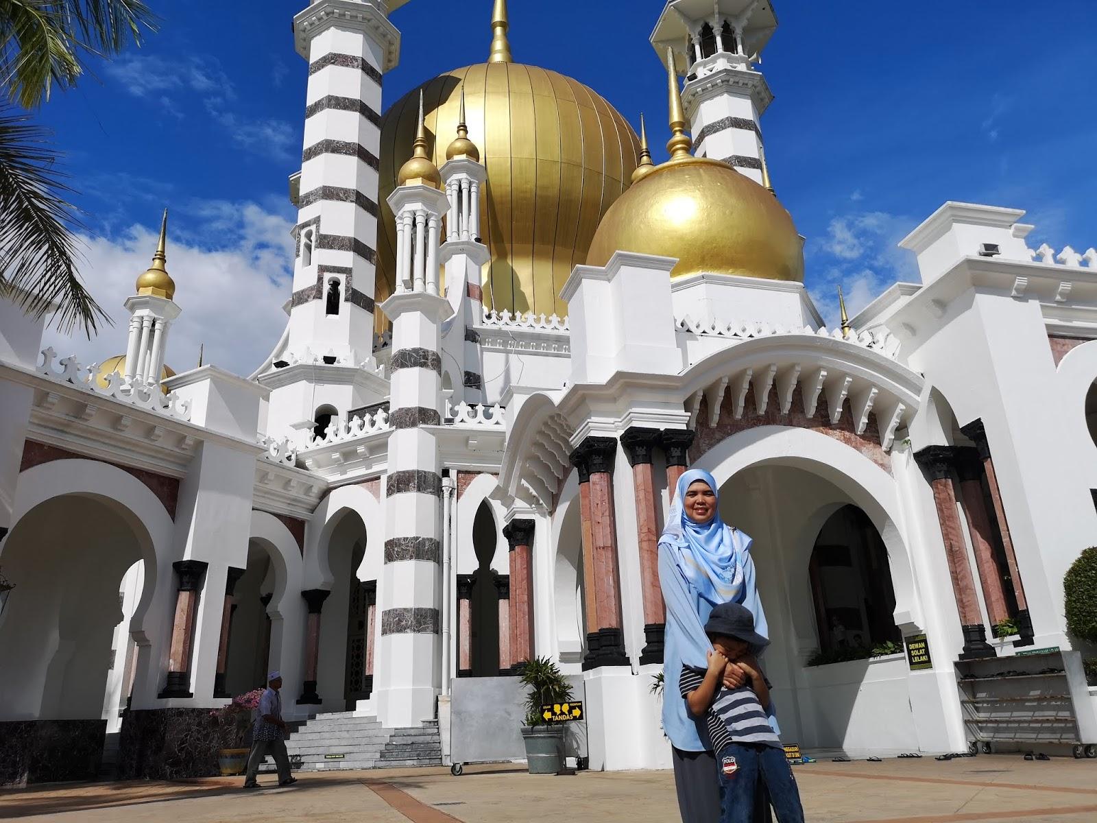 Ruang depan masjid