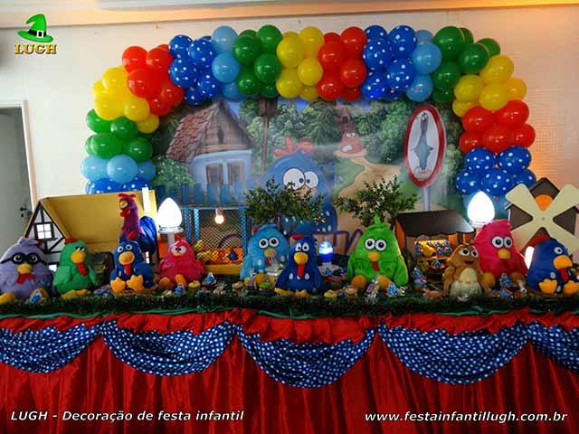Decoração infantil tema Galinha Pintadinha para a mesa do parabéns
