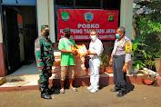 Babinsa Koramil 03/Pasar Rebo/Ciracas Distribusikan Bantuan Beras Pada Giat PPKM Level 4