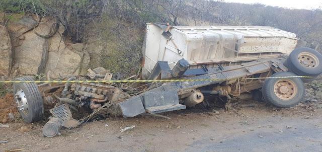 Motorista morre após caminhão capotar em estrada no interior do RN