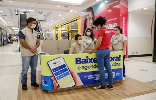 Prefeitura monta stand no shopping para orientar sobre o aplicativo SASI