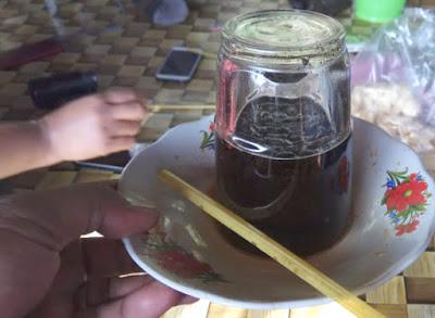 kopi dengan gelas tertelungkup