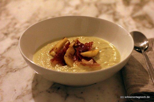 Blumenkohl-Apfel-Suppe mit Parmaschinken-Chips