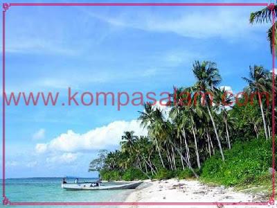 White beacheas of Karimunjawa, Java