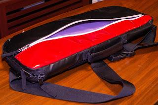 PSC-STBD の外側表面の収納にはお財布なども入れることができる