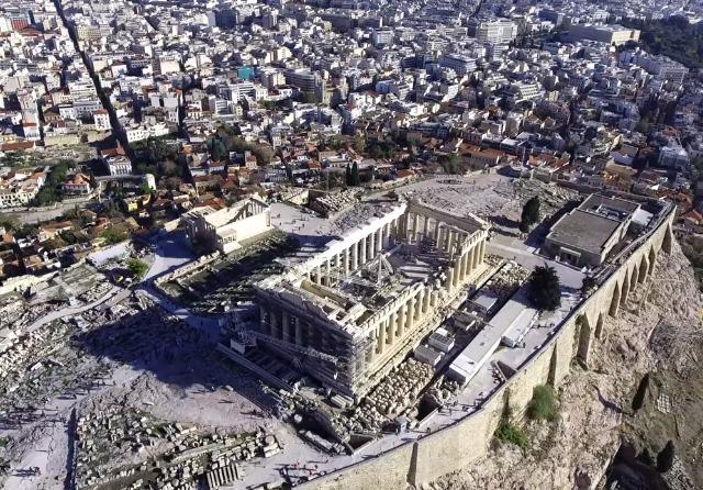 katevazoun-to-diakopti-leitourgias-stin-akropoli