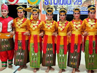 Tari Tradisional Sulawesi Tenggara : Tari Molulo Ilmu Hexa
