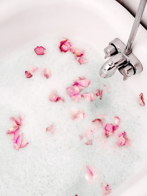 Bath Time Beauty | Adding Organic Ingredients To Your Bath For Added Health & Beauty Benefits | labellesirene.ca