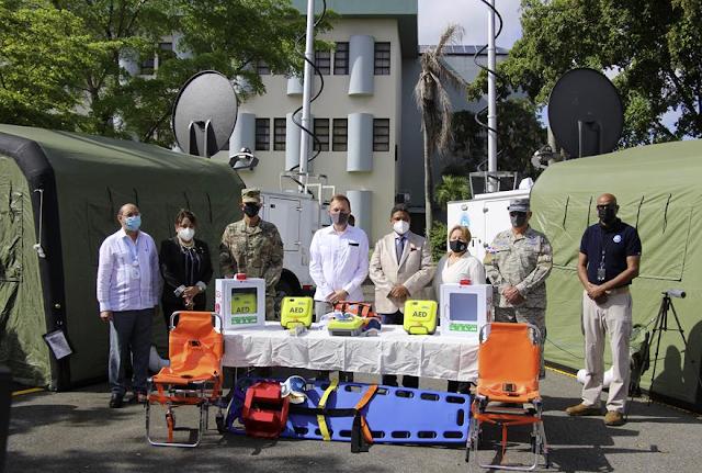 Gobierno de los EE. UU. dona dos centros de operaciones móviles y cinco desfibriladores médicos a la República Dominican