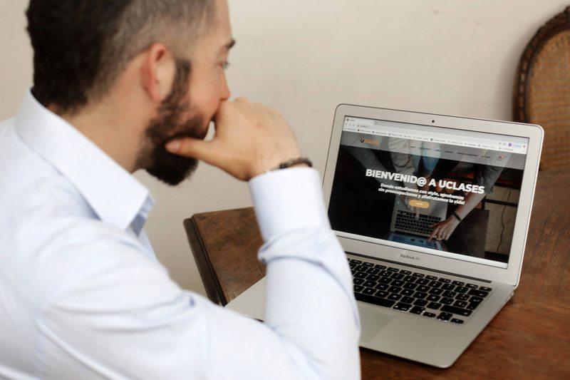 Buscan profesores, alumnos y ayudantes que enseñen ramos online