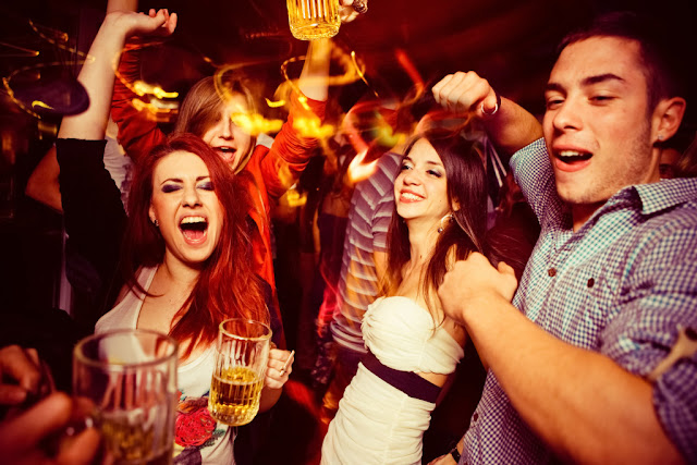 Top Pubs and Bars with Dance Floors in Delhi