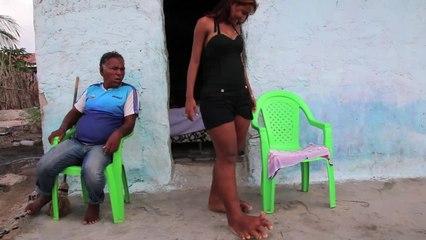 Em Sergipe, jovem dos pés gigantes nunca usou sapatos