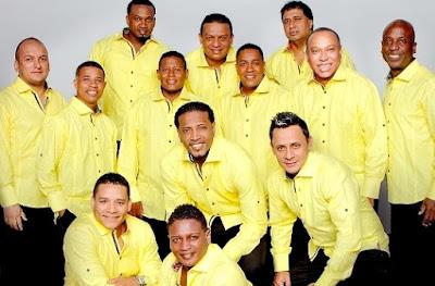 Foto de Grupo Niche con camisa amarilla