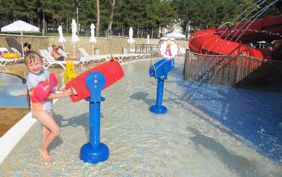 Стрельба водой из водометов в Аквамании, Болгария