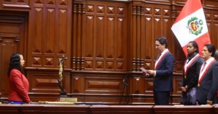 Congresista Rebeca Cruz Tévez de APP, jura al cargo y se incorpora al Parlamento