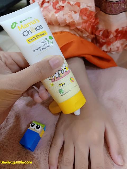 oleskan salep biang keringat bayi : Mamas Choice Rash Cream