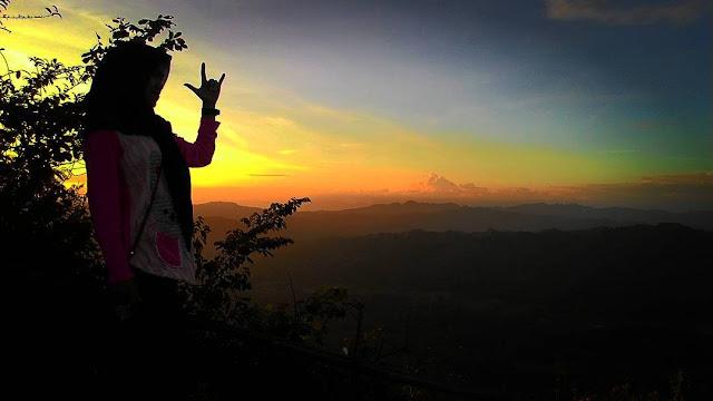 foto sunset sendiri di bukit langit kebumen
