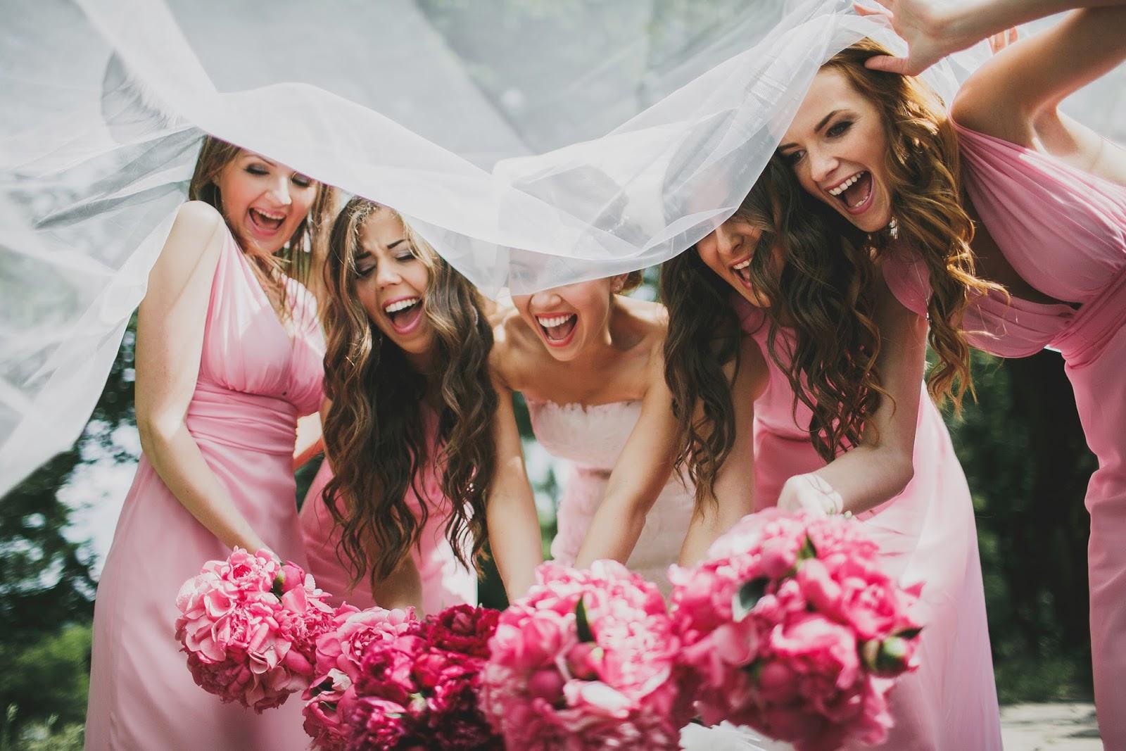 С невестой и ее подругой, привязали девушку реальное
