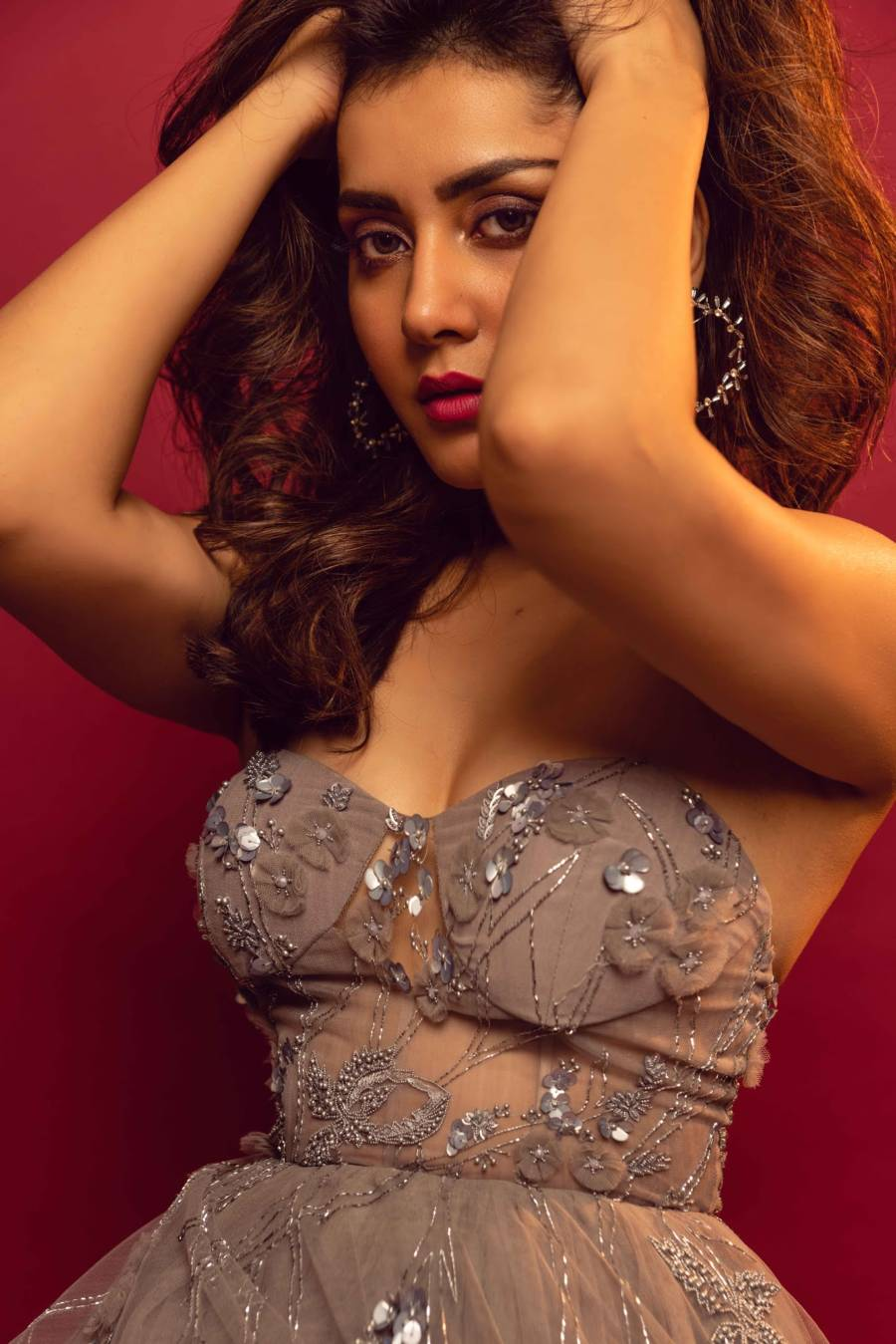 Glamorous Indian Girl Raashi Khanna Hot Photoshoot