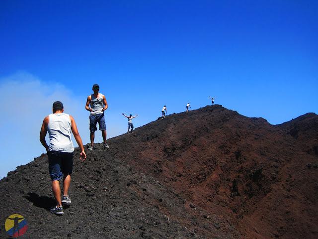 Subiendo al volcán Etna en Italia