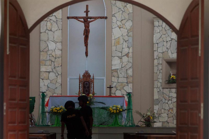 Catholic church parishioners brutalize suicide bomber after bomb fails to explode