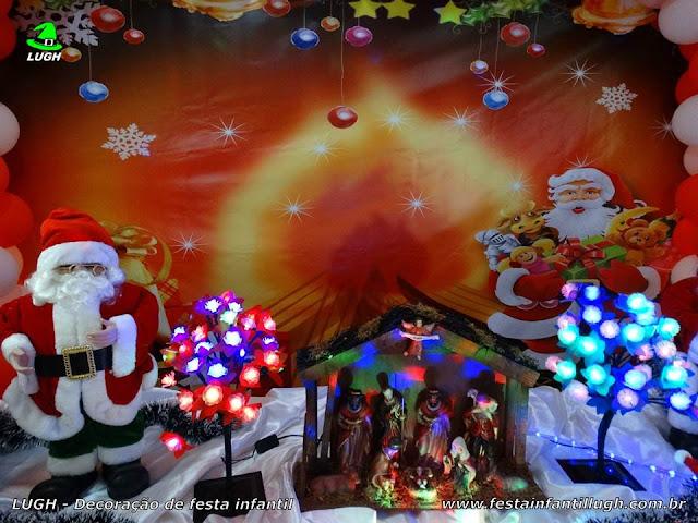 Mesa infantil ornamentada de Natal