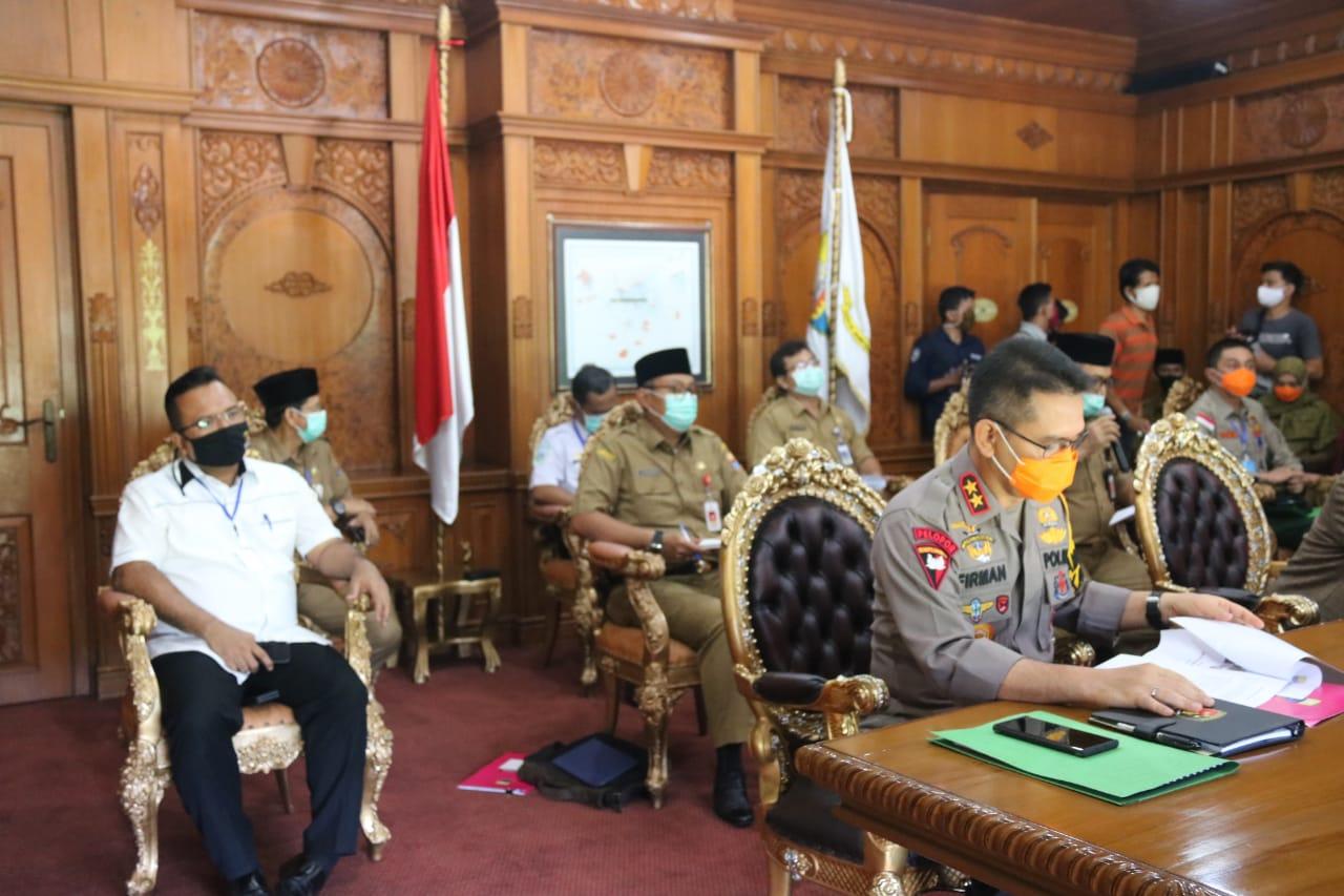 Kapolda , Gubernur Jambi serta Dandrem 042 Gapu  'video conference' kesiapan antisipasi karhutla melalui Zoom Cloud Meeting
