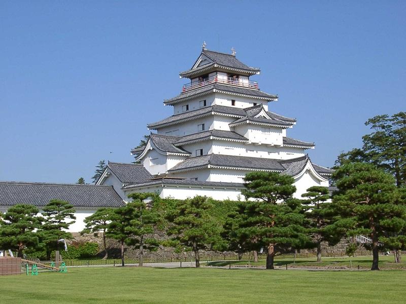 ปราสาทซึรุงะ (Tsuruga Castle: 鶴ヶ城) @ http://ze-ssan.com