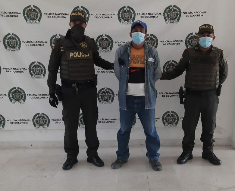 https://www.notasrosas.com/Policía Guajira lo captura por maltratar a su compañera sentimental, en el Barrio Arriba de Riohacha