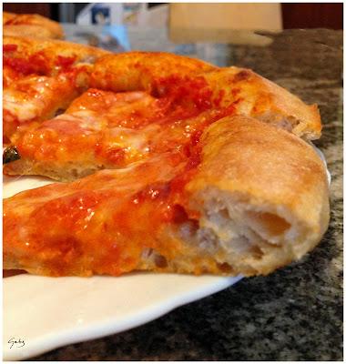 pizza margherita cornicione