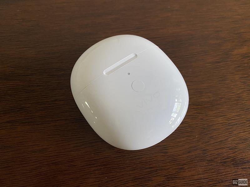 vivo TWS Neo charging case in Moonlight White colorway
