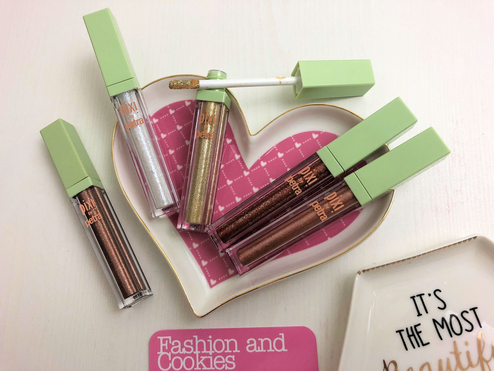 Pixi glow in a box collection review on Fashion and Cookies beauty blog, beauty blogger