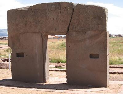 Foto da Porta do Sol em Tiwanacu, um povo que dominou a América do Sul por séculos