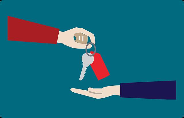 imagem de uma mão estendida recebendo uma chave de imóvel.