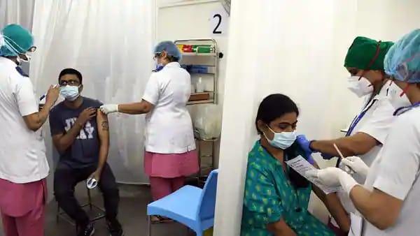 Sem mistério, os principais especialistas em pandemias dos EUA listam 9 ações do governo responsáveis pela queda livre de casos na Índia