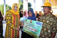 Buka Pameran Pembangunan, Bupati Serahkan Bantuan Program Stimulan perumahan Swadaya Senilai Rp4, 480 Milyar