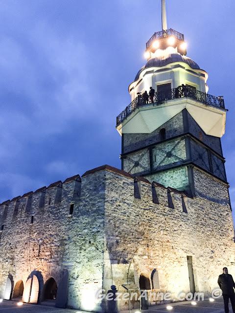 Kız Kulesi adasından kulenin yakından görünümü