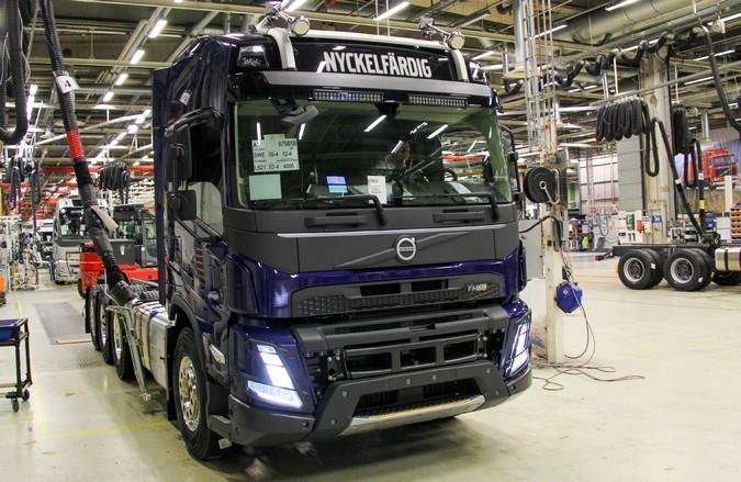 Volvo inicia produção em série da nova geração de caminhões na Europa