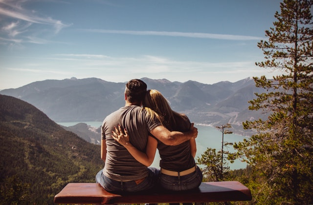 Subtle signs a guy is attracted to you