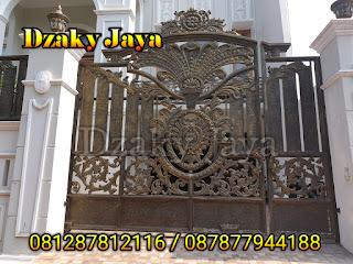 Contoh Pagar Besi Tempa Klasik yang terpasang di Kelapa Gading, Jakarta.