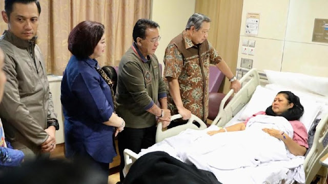 Mantap, Pak Jokowi Kirim Dokter Tangani Penyembuhan Ibu Ani Yudhoyono