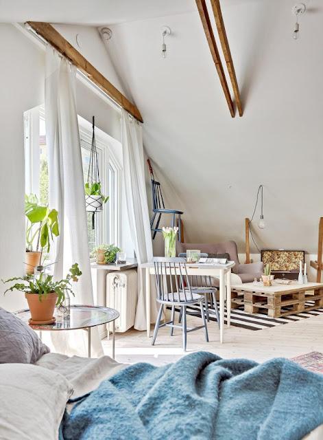 Amenajare veselă într-o mansardă de numai 32 m²